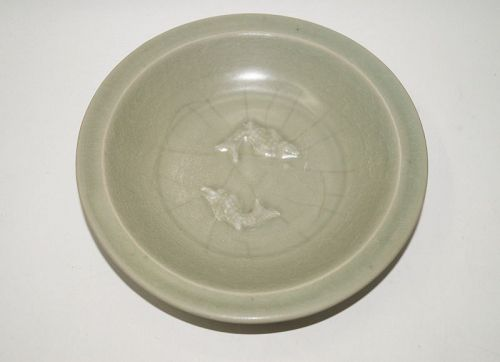 Song dynasty green glaze longquan celadon large fish plate