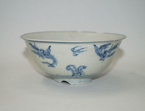 Early Ming blue and white large bowl with rare dragon motif