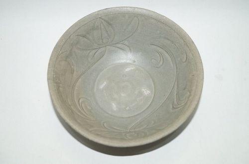 Northern Song longquan celadon large bowl carved flower motif
