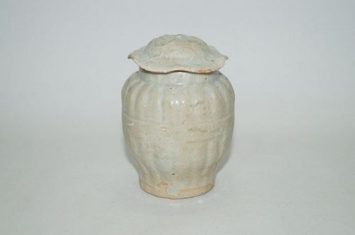 Yuan dynasty qingbai white glaze jar with cover