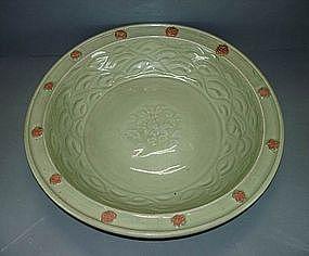 Yuan longquan celadon dish flower biscuit fired motif