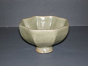 Very rare Song longquan celadon octagonal shape cup