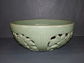 Very rare Ming longquan celadon warmer with open work
