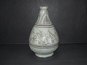 Sample of Yuan dynasty red under glaze yuhuchun vase.