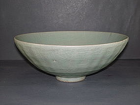 Rare Song dynasty celadon Guan type large bowl
