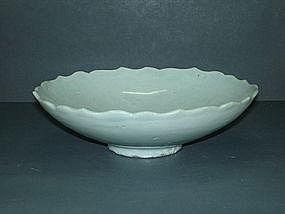 Yuan dynasty shufu white glaze lobbed dish