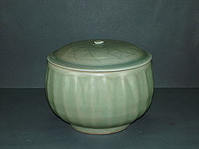 Rare Song longquan celadon alms bowl with cover