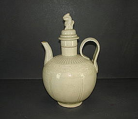 Fine northern Song white glaze ewer and cover