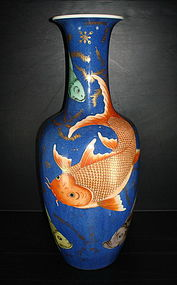 Fantastic Qing 19th century fish motif large vase