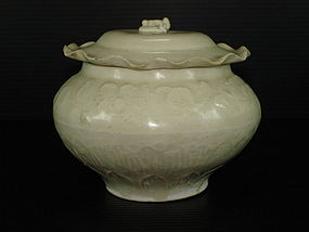 Rare Song dynasty Ding ware white jar with cover