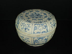 Vietnamese blue and white large cover box 16cm