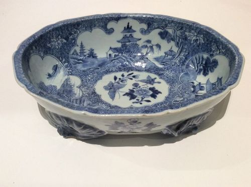 Chinese Export B&W Serving Bowl Qianlong