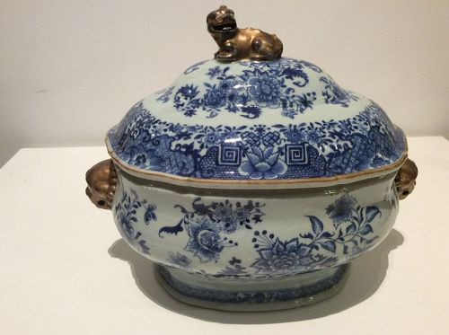 Chinese Export B&W Tureen Qianlong (1736-1795)