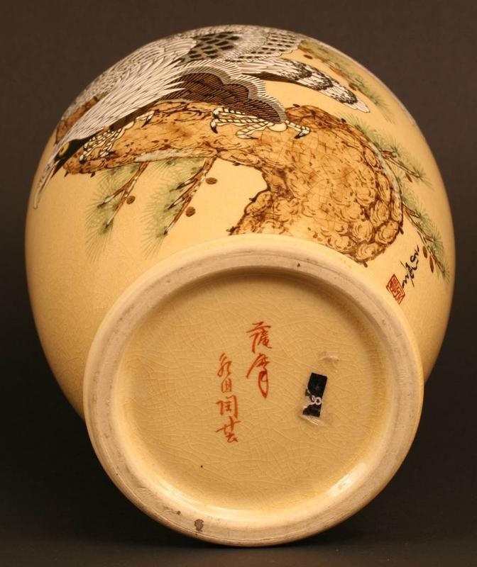 Beautiful Japanese Satsuma Vase with Theme of Dignity