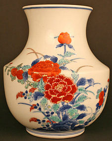 Japanese Antique Kakiemon Porcelain Vase with Flowers