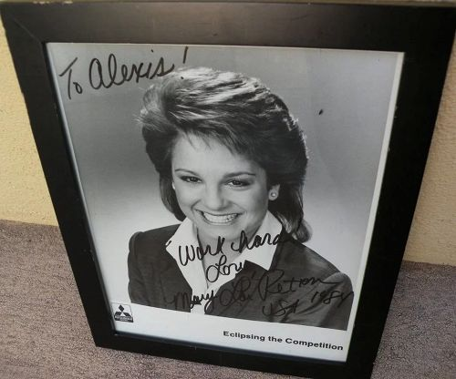 Gymnastics sports memorabilia MARY LOU RETTON autographed inscribed photo