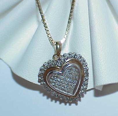 Used 10K Gold 65 Diamonds 1ct Heart Pendant