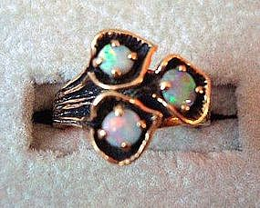 Beautiful Gold & Opal Ring w/ a Floral Design
