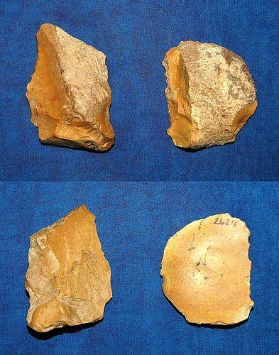 2 Neanderthal scrapers