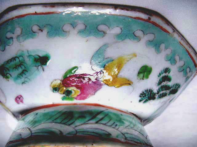 Chinese Hexagonal Nyonya Bowl with Three Fish - 19th C.