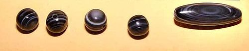 One Chung Agate dZi Bead & Four Round Agate Beads