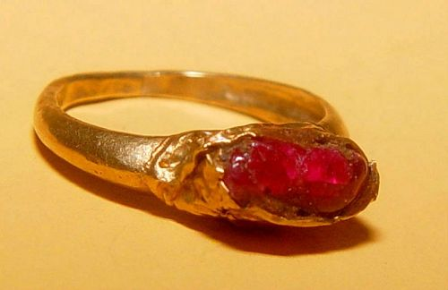Rare Ancient Ruby Gold Ring - 500 to 900 AD