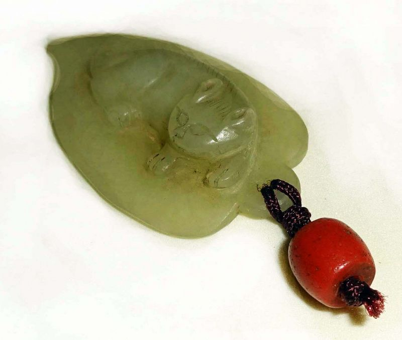 Chinese Jade Cat Resting on a Leaf - Qing Dynasty