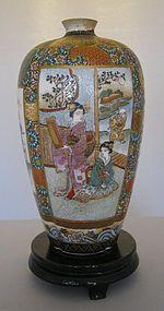 Beautifully Detailed Satsuma Vase Signed Shozan