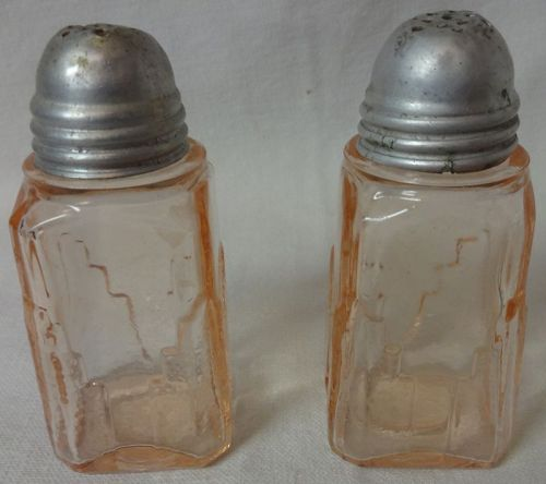 "Shaker Pair Pink 3.25"""