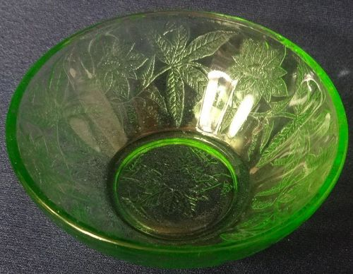 """Floral Green Berry Bowl 4"""" Jeannette Glass Company"""