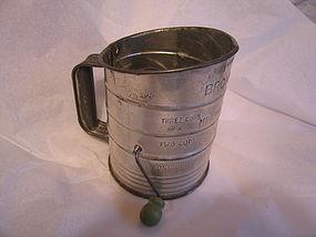 Bromwell Green Knob Sifter