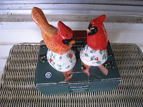 Pfaltzgraff Winterberry Red Bird Shakers