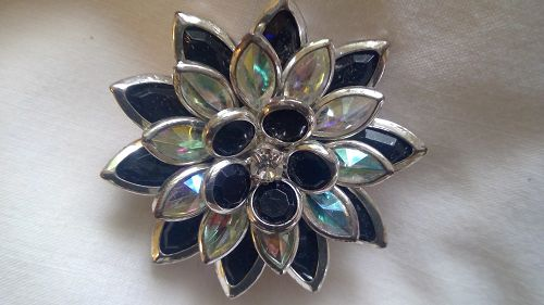 Avon Flower Pin