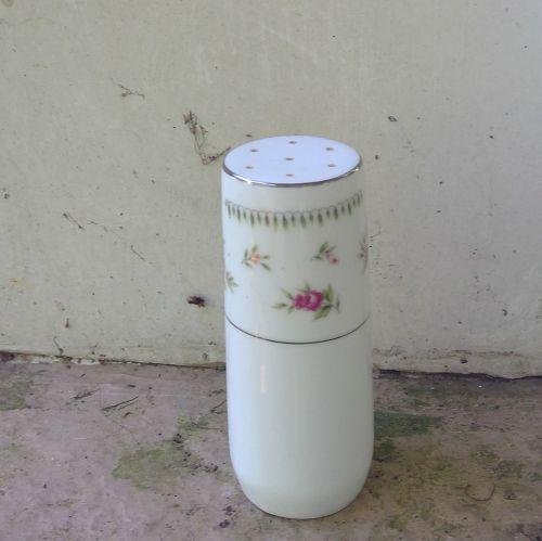 Abingdon Salt Shaker