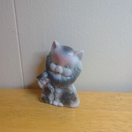 Vintage Mama Cat and Kitten Figurine