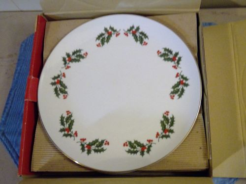 Japan Fine Porcelain Christmas Holly Plate