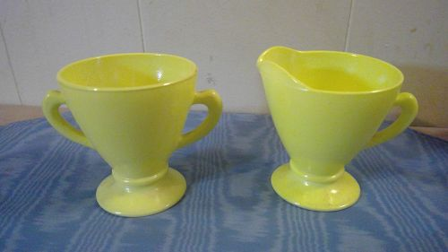 Hazel Atlas Chartreuse Moderntone Sugar and Creamer