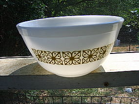 Pyrex  Green Flowers Bowl