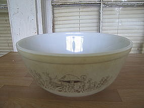 Pyrex Forest Fancies Bowl
