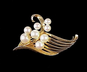 Vintage Signed Mikimoto 14K Gold & Pearl Brooch