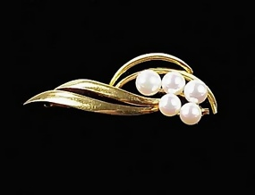 Mikimoto Pearl & 18K Yellow Gold Brooch