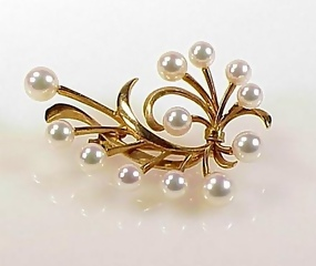 Signed Mikimoto 14K Yellow Gold & Pearl Brooch