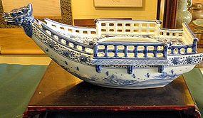 Japanese studio Hirado styke kutani boat