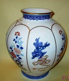 Japanese  Koranshiya Fukagawa vase nabeshima style