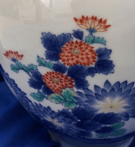 Beautiful Japanese studio hand painted Fukagawa vase