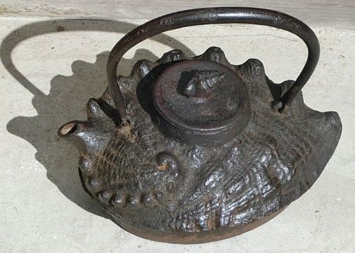 Antique Japanese Shell Tetsubin Iron Tea Pot