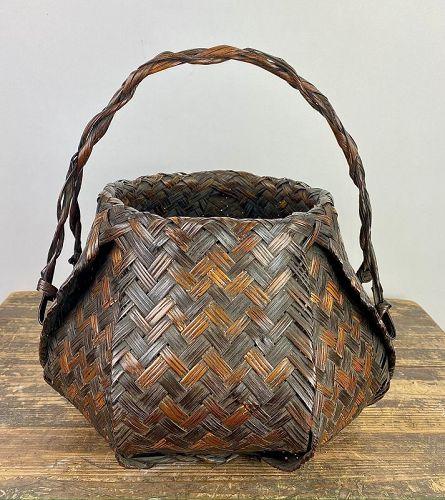 Japanese Antique Iizuka Sounsai (art name Kyokusho) Bamboo Basket