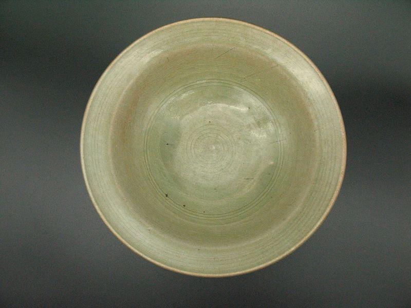 "15th century Thai ""mysterious kiln Phan"" Ceradon plate"