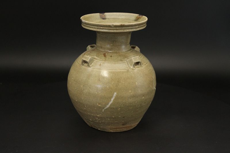 5th~6th century  Yue-zhou-yao Celadon Jar with iron speckles