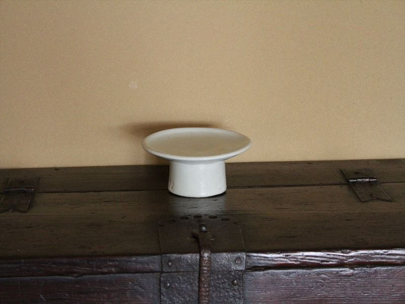 18th century Joseon late period white porcelain plate with leg